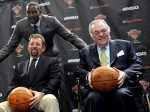 Amar'e Stoudemire poses with MSG Chairman James Dolan (front-left) owner of the New York Knicks and team President Donnie Walsh at a press conference at MSG. AP / N Atonelli ......